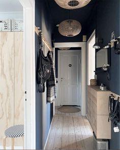 můj skandinávský domov: 5 chytrých IKEA hackuje krádež z dánského domova Copenhagen Apartment, Brooklyn Apartment, Large Storage Units, Built In Storage, Ikea Wardrobe, Wardrobe Doors, Diy Projects Ikea, Danish Apartment, Swedish Kitchen