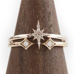 Ring set, Yellow gold starburst cluster diamond ring in solid gold, - jewels - Ringe Jewelry Rings, Jewelry Accessories, Fine Jewelry, Jewelry Design, Jewlery, Silver Jewelry, Jewellery Box, Jewellery Shops, Cheap Jewelry
