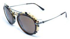 A elegância da grife Giorgio Armani se revela também na sua linha de óculos, com traços cuidadosamente ajustados, criando uma perfeita sintonia. A coleção Frames of Life se volta para os momentos que fazem a vida especial, muitas vezes tendo os óculos como moldura.   https://www.oticasbrasil.com.br/giorgio-armani-ar-6055-3010-73-oculos-de-sol