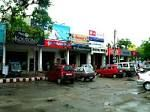 Sadar Bazaar- is one of the most popular shopping destinations for the tourist visiting Agra. It is located very close to Agra Cantt Railway Station and is also quite close to both Taj Mahal & Agra Fort. It is also close to the residential area of Mall Road.