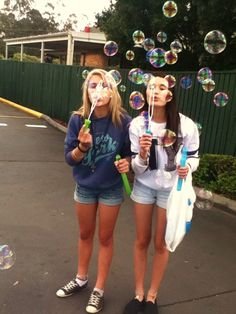 Bubbles! Good idea for a pic with your best friend