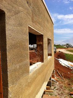 absolutely LOVE the idea of hempcrete... It even looks ok!