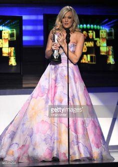 Oh my goodness! I LOVE her dress! <3