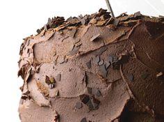 Receita de Bolo de chocolate com recheio de musse - bolos ao meio e reserve. 6. Prepare o recheio e cobertura: em uma panela, leve o chocolate com o creme de leite ao fogo baixo até derreter....