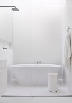 See the Australian Interior Design Awards residential finalists here: studiofour for Alfred Street Residence, Vic Minimalist Bathroom, Modern Bathroom, Small Bathroom, Relaxing Bathroom, White Bathrooms, Luxury Bathrooms, Master Bathrooms, Dream Bathrooms, Contemporary Bathrooms