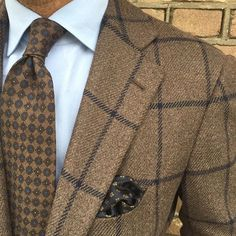 #ootd #cashmere jacket by @cesareattolini #shirt by @finamore1925 #tie and pocket square by @violamilano #bespoke #tailoring #handmade in Italy #pauwmannen #a gentlemen can wear brown when not in town #