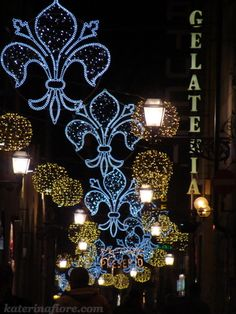 Christmas lights in Florence, Italy during the holiday season Christmas In Italy, Noel Christmas, Merry Christmas And Happy New Year, All Things Christmas, Christmas Light Displays, Christmas Lights, Christmas Decorations, Hotels In Florence Italy, Christmas Inspiration