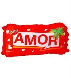 Para fugir dos presentes comuns e lojas de shopping, a Uzinga criou diversos produtos para o Dia dos Namorados.
