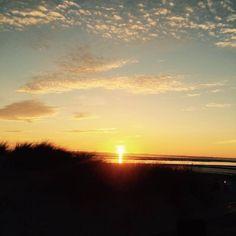 """Sonnenuntergang an der Nordsee… """"heart""""-Emoticon   #föhr #sonnenuntergang #nordsee #nordfriesland #wellnessurlaub #rackmershof #hotel #meer #sonne #wochenende"""