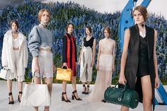 Raf Simons (ラフ・シモンズ) による Dior (ディオール) 2016年春夏コレクションが発表
