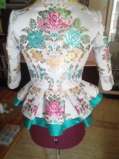 Espalda. Unique Outfits, Vintage Outfits, Vintage Fashion, Kebaya Brokat, 18th Century Dress, Renaissance Clothing, Period Outfit, Aragon, Simply Beautiful