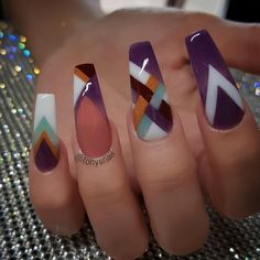 Not crazy about purple but the design is cool Glam Nails, Fancy Nails, Bling Nails, Beauty Nails, Fabulous Nails, Gorgeous Nails, Pretty Nails, Nailart, Fire Nails