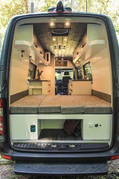 Logan - Freedom Vans - Wohnmobil - Van Leben 2 - Home Schooling Ideas Truck Camper, Build A Camper, Diy Camper, Pickup Camper, Jeep Pickup, Motorhome, Ducato Camper, Kombi Home, Camper Van Conversion Diy