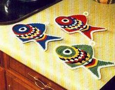 Voici des superbes maniques pour la cuisine , colorées, différents motifs , accompagnée...