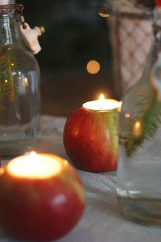 Jouluaatto koitti jälleen ja huh, miten nopeasti vuosi on kulunut. Meillä on ollut tämä vuosi vielä todella ohjelmantäyteinen ja päiv... Candle Jars, Candle Holders, Candles, Diy, Candle Mason Jars, Bricolage, Porta Velas, Candle Sticks