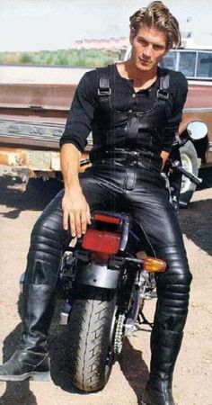Great look. leather outfit.