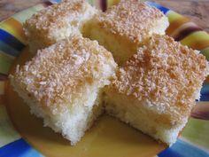 Dlouho jsem se chystala nafotit a napsat recept na náš velice oblíbený kokosový koláč... až mne předběhla Radka Fleková, která se nechystala, ale prostě vzala ingredience a foťák :-)) Pokud máte rádi 'mokré' koláče, určitě vyzkoušejte :-))