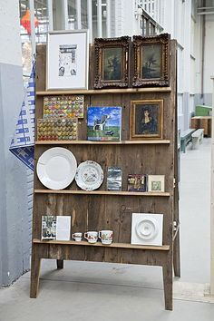 Freestanding pallet display easel, sandwich board style with little shelves Craft Show Booths, Craft Booth Displays, Craft Show Ideas, Display Ideas, Booth Ideas, Display Stands, Displays For Craft Shows, Vintage Booth Display, Antique Booth Displays