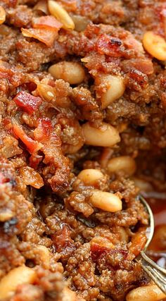 Get the recipe: ground beef and baked bean casserole Image Source: Girl Versus Dough Baked Bean Casserole, Potatoe Casserole Recipes, Casserole Dishes, Runza Casserole, Potato Recipes, Potluck Recipes, Side Dish Recipes, Cooking Recipes, Dog Recipes