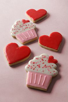 Cupcake & Heart-shaped Valentines Day Cookies via (valentins day cupcakes) Cookies Cupcake, Fancy Cookies, Iced Cookies, Cute Cookies, Heart Cookies, Cookies Et Biscuits, Yummy Cookies, Sugar Cookies, Cookie Favors