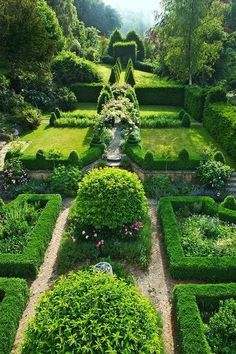 Classic English Garden Home owners Amanda and Simon Mehigan, West Dorset, England. The knot garden behind the house features arches of roses and clematis. English Garden Home owners Amanda and Simon Mehigan, West Dorset, England. The knot garden behind th Formal Gardens, Outdoor Gardens, Small Gardens, Raised Gardens, Modern Gardens, Grey Gardens, Japanese Gardens, Indoor Outdoor, Amazing Gardens