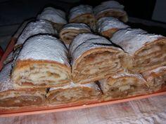 Placinta cu mere cu foi de casa - NoiInBucatarie Strudel, Romanian Desserts, Romanian Food, Sweet Recipes, Cake Recipes, Bread And Pastries, Russian Recipes, Food Cakes, Sweet Memories