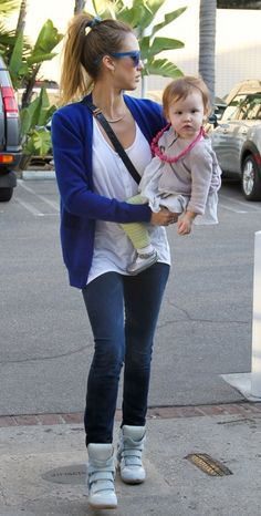 #JessicaAlba Out in Santa Monica - Blue shades, blue cardigan, blue bow & skinny jeans w/ pony tail! LOVE!