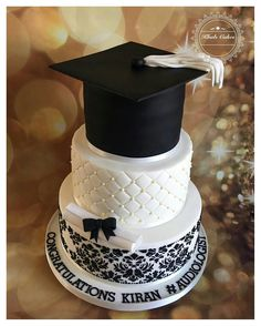 tu bol na kab ana ha baby Graduation Cake Designs, College Graduation Cakes, Graduation Party Planning, Graduation Cupcakes, Graduation Cap Decoration, Graduation Ideas, Bolo Floral, Party Cakes, Party Favors