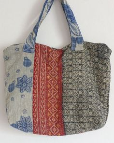 My love of vintage kantha quilts grows and grows. I think they are wonderful full of history and love, pain stakingly hand quilted! Sacs Tote Bags, Tote Purse, Reusable Tote Bags, My Bags, Purses And Bags, Linen Bag, Patchwork Bags, Denim Bag, Fabric Bags