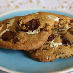 The most delicious white and dark chocolate chip cookies you will EVER eat!