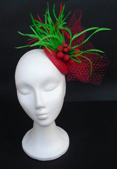 Red fascinator green hat headpiece   Wedding by TocameMika. 93385f3cc33