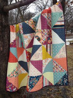 Starts with squares - crazy mom quilts: fleet and flourish fabrics Patchwork Quilting, Scrappy Quilts, Easy Quilts, Patchwork Blanket, Star Quilts, Quilting Projects, Quilting Designs, Sewing Projects, Big Block Quilts