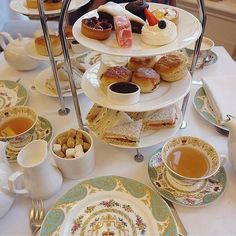 Afternoon Tea gehört zu den Must-Dos in London - lest hier, wo es die besten Teas gibt! | Kolumbus Sprachreisen - #Sprachreise London https://www.kolumbus-sprachreisen.de/sprachreisen/erwachsene/englisch/england/sprachreisen-london-zone-1/sprachreisen-sprachreisen-london-zone-1