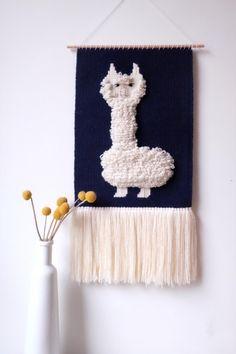 tapisserie-lama-chaumiere-oiseau