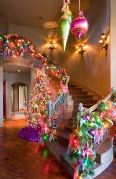 How the grinch stole christmas love it Grinch Stole Christmas, Noel Christmas, Little Christmas, Winter Christmas, Christmas Lights, Christmas Crafts, Christmas Staircase, Whoville Christmas, Thanksgiving Holiday