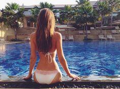 Welche GNTM-Kandidatin genießt hier ihren Urlaub in vollen Zügen? Die Auflösung und noch mehr Bikini-Pics gibt's HIER: http://www.shape.de/mode/trends/a-60995/steffi-giesingers-bikini-serie.html