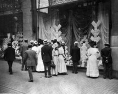 Pedestrians looking at Marshall Field's window, 1909, Chicago, IL