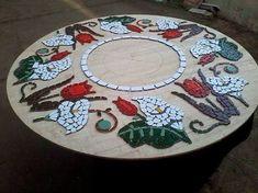 Resultado de imagem para mesa mosaico floral Mosaic Tray, Mirror Mosaic, Mosaic Glass, Mosaic Tiles, Tile Crafts, Mosaic Crafts, Mosaic Projects, Mosaic Furniture, Mosaic Stepping Stones