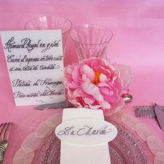 Menu et marque-place calligraphiés sur Plexiglas blanc #menu #mariage #marqueplace   #beplexi