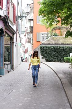 HOW TO CHOOSE RIGHT YELLOW FOR YOU Zurich, Petite Fashion, Old Town, Switzerland, Travel Tips, Street View, Romantic, Bright, Yellow