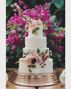 Casal Garcia Bolos Bem-casados (@casalgarciabolos) • Fotos e vídeos do Instagram Farm Wedding, Wedding Bells, Dream Wedding, Wedding Cake Designs, Wedding Cakes, Beautiful Cakes, Amazing Cakes, Crazy Cakes, Cake Decorating Tips