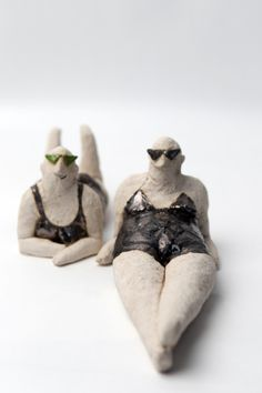 Series of sculptures, statuettes for Contemporary Art Gallery in Opole, which were awarded on the occasion of the anniversary of the politicians involved in the development of the institution. Ceramic Figures, Clay Figures, Ceramic Art, Clay Art Projects, Sculpture Projects, Pottery Sculpture, Sculpture Art, Ceramic Sculpture Figurative, Clay People