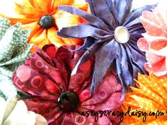 Have you heard? There's finally a tutorial for these fun fabric flowers!