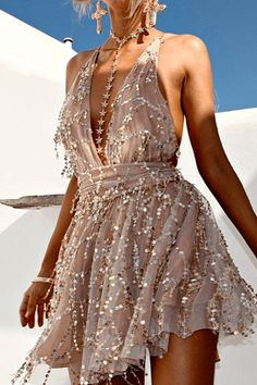 Deep V Neck Lace Sequin Jumpsuit Sexy Women strap Sleeveless Playsuit 2016 Vintage backless Romper Fashion Mode, Look Fashion, Pretty Dresses, Beautiful Dresses, Tiana Dress, Short Dresses, Prom Dresses, Dresses Uk, Modest Dresses