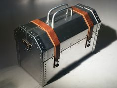 Post with 2351 votes and 177204 views. I made an Adam Savage inspired toolbox! Tool Box Diy, Metal Tool Box, Metal Working Tools, Old Tools, Vintage Tools, Vintage Box, Metal Projects, Welding Projects, Licht Box