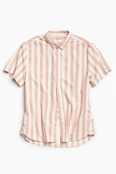 Shop UO Preppy Stripe Short Sleeve Button-Down Shirt at Urban Outfitters today. We carry all the latest styles, colors and brands for you to choose from right here. Classy Casual Mens, Classy Casual Outfits For Guys, Preppy Outfits, Men's Outfits, Preppy Mens Fashion, Womens Fashion, Half Shirts, Summer Shirts, Striped Shorts