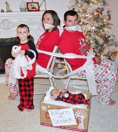 Funny Christmas Pictures, Funny Christmas Cards, Christmas 2017, Christmas Photos, Family Christmas, Girl Tied Up, Damsel In Distress, Weird Things, Christmas Traditions