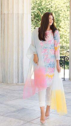 Simple Pakistani Dresses, Pakistani Dress Design, Pakistani Outfits, Indian Outfits, Casual Indian Fashion, Indian Fashion Dresses, Indian Designer Outfits, Pakistani Designer Clothes, Stylish Dresses For Girls