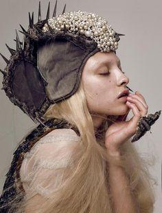 #chapeau #casque #perle (Photo by Lado Alexi)