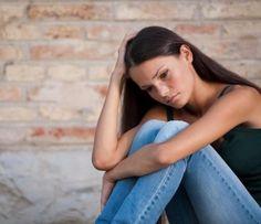 Quais são os sintomas do complexo de inferioridade. O complexo de inferioridade é mais comum do que pensamos. Sentir-se inferior é uma emoção que muitas pessoas sentem durante suas vidas, mas o problema é grave quando este sentimento é constante e difi...